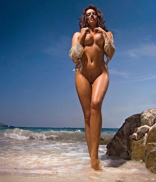 пышные формы голые на пляже