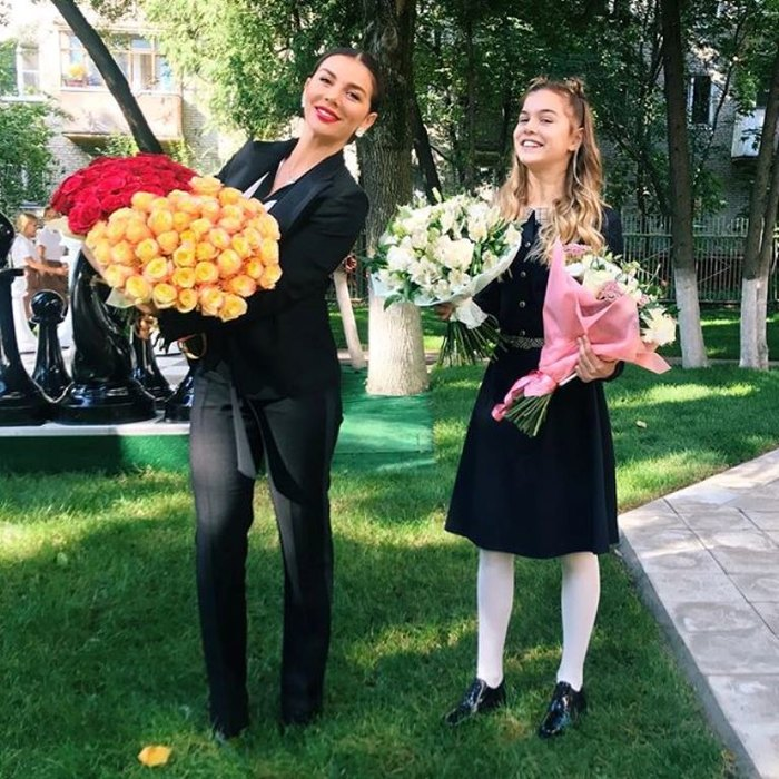 1 сентября: Ксения Бородина, Анна Седокова, Мария Погребняк отвели детей в школу