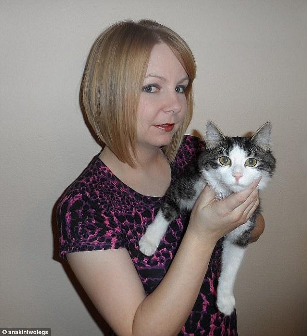 Котик родился без задних лапок. К счастью, его нашла девушка!