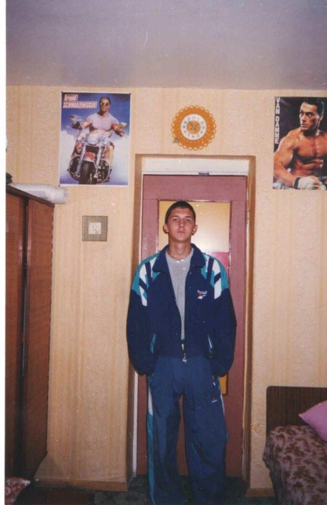 Обычный парень выложил фото своих «лихих 90-х». Снимки взорвали Сеть!