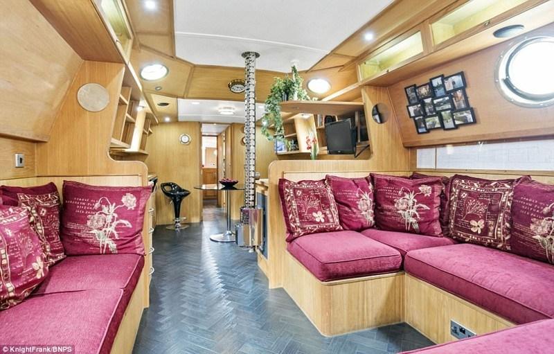Пара Из Великобритании Выставила На Продажу 20-Метровый Плавучий Дом
