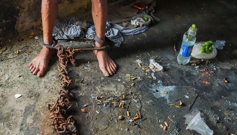Семья заперла мужчину в подвале на 17 лет. Когда его нашли,все были ошеломлены