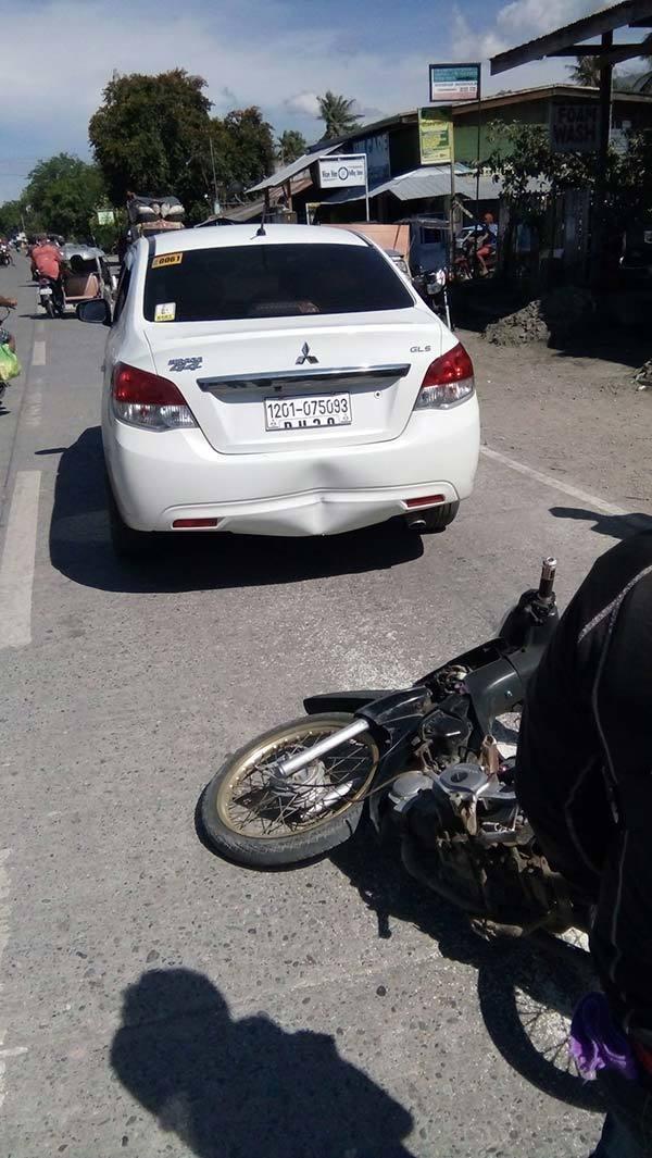 Когда в его машину въехал мотоциклист, он был в ярости. Но когда он посмотрел на землю, то расплакался!