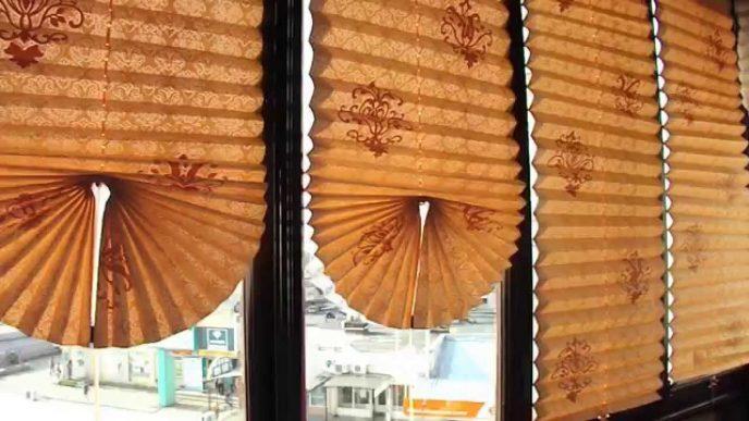 Девушка сделал оригинальные жалюзи из обычного рулона обоев! Только посмотрите, насколько круто это выглядит в доме!