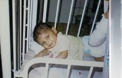 Сегодня Лиза стала звездой, но 12 лет назад родители оставили ее умирать