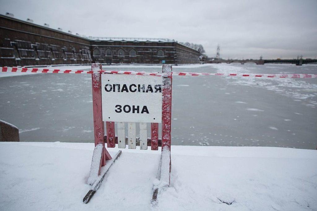 Трое парней спасли упавшую в ледяную Неву пенсионерку и исчезли, не дожидаясь благодарности