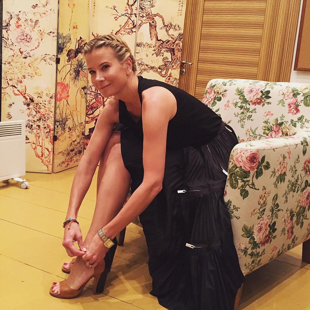 44-летняя Юлия Высоцкая восхитила поклонников своей шикарной фигурой. Настоящая красотка!
