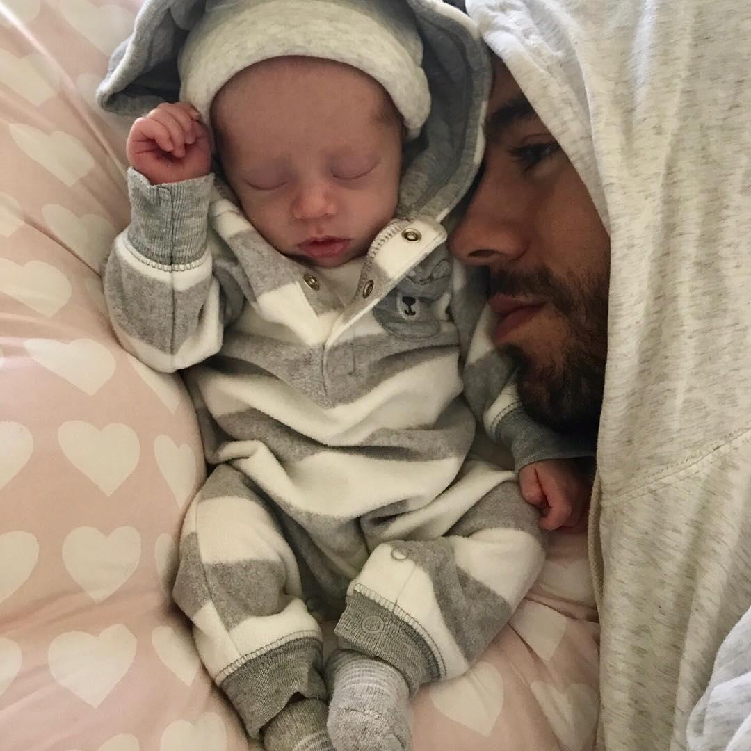 Энрике Иглесиас и Анна Курникова показали фотографии новорожденных малышей. Чудесная семья!