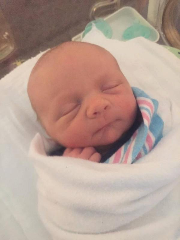 Когда врачи сделали кесарево сечение и увидели малыша — они не поверили собственным глазам!