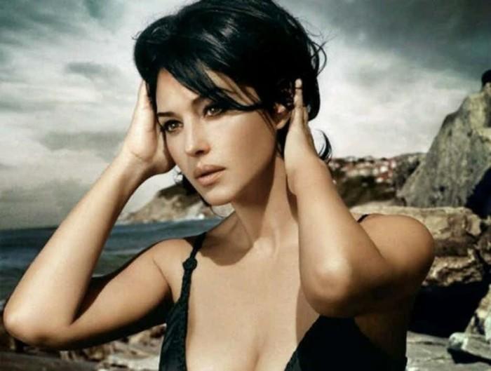 Жизнь как провокация: 16 горячих фотографий обворожительной Моники Беллуччи