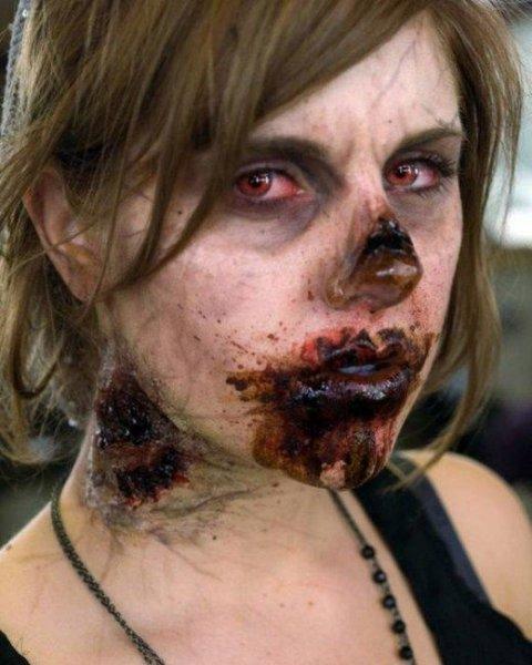 девушка зомби с милой мордашкой