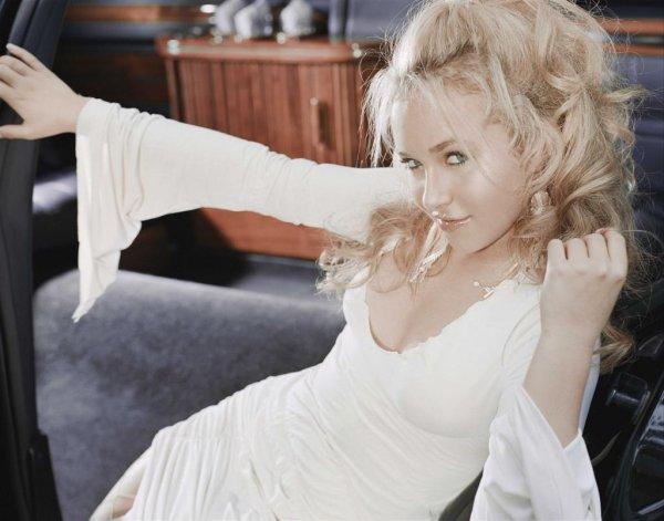 фото девушек блондинок в белом