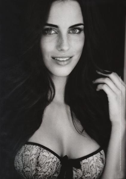 очаровательная Джессика Лоундс черно-белое фото
