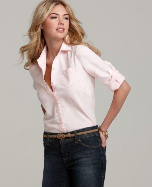 Кейт Аптон в розовой рубашке
