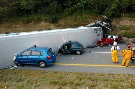 Аварии большегрузных машин (15 фото)