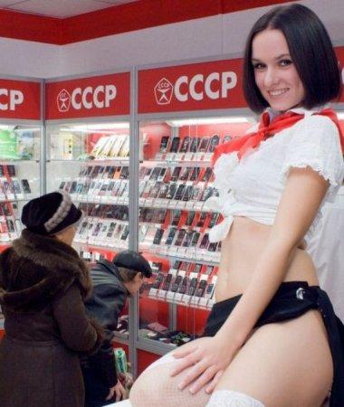 Девушки из салона сотовой связи (14 фото)