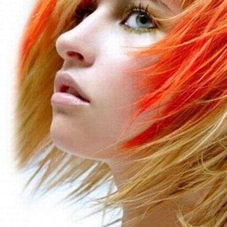 Девушки с ярким цветом волос (20 фото)