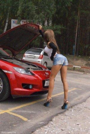 Наши девушки и не наши авто (40 фото)