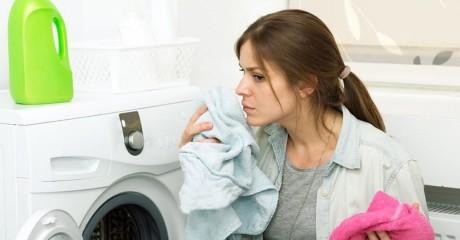 Что делать, если одежда пахнет плесенью и сыростью
