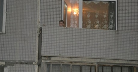 Время за полночь, жена с сыном дрыхнут, я смотрю телек. И тут слышу детский, паникующий голос: «Мама! Папа! Помогите!». Выглядываю в окно…