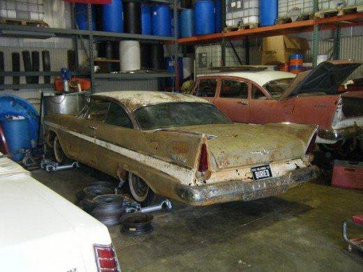 Капсула времени — автомобиль провел 50 лет в закрытом бункере!