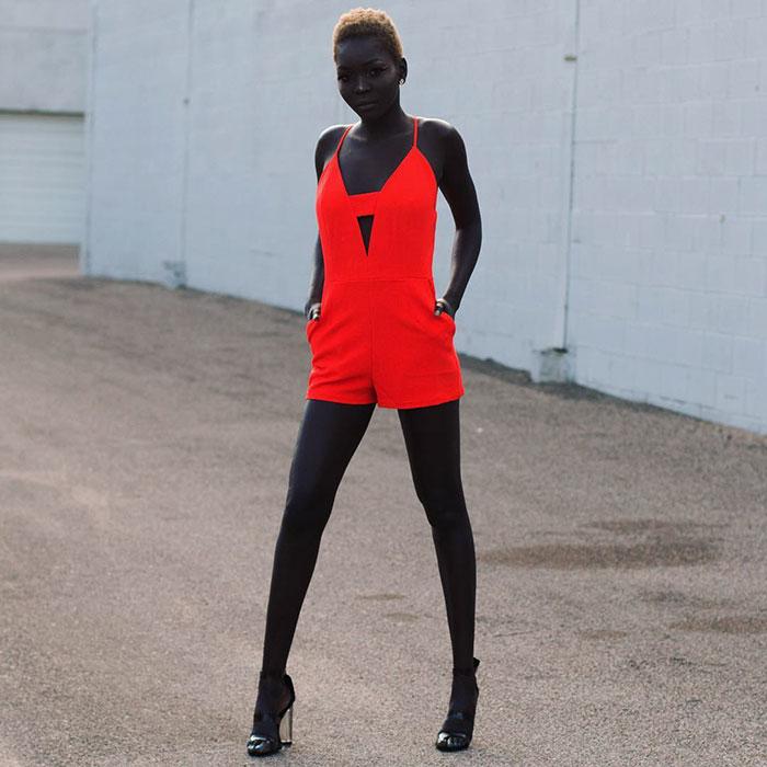"""Фурор в мире моды от """"королевы тьмы"""". Темнокожая красотка взорвала Интернет."""