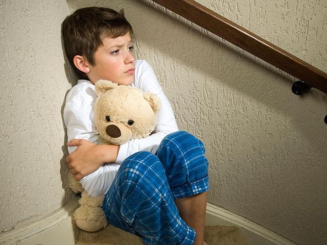 Отец отправил ребенка в школу со скрытым микрофоном… Он не поверил своим ушам, прослушав эту запись…