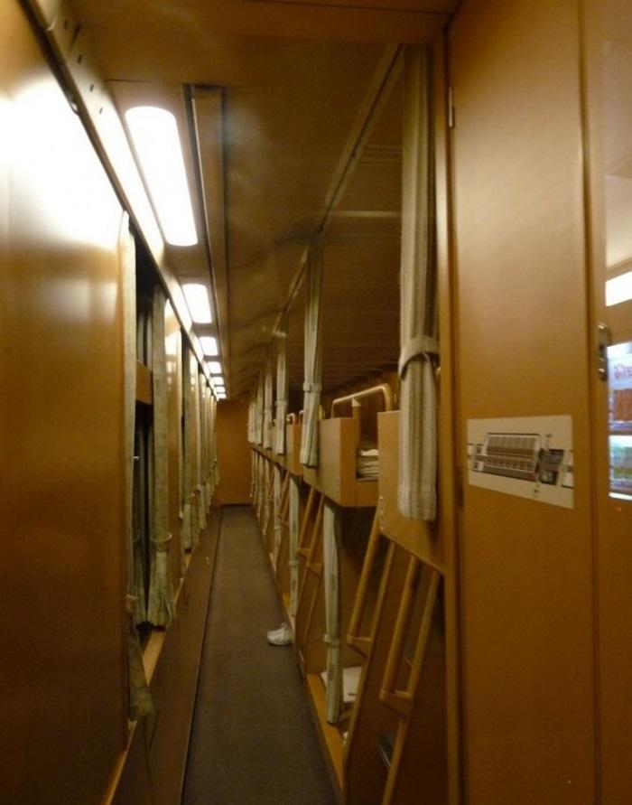 Когда туристы сели в японский поезд, они онемели. Это нечто!