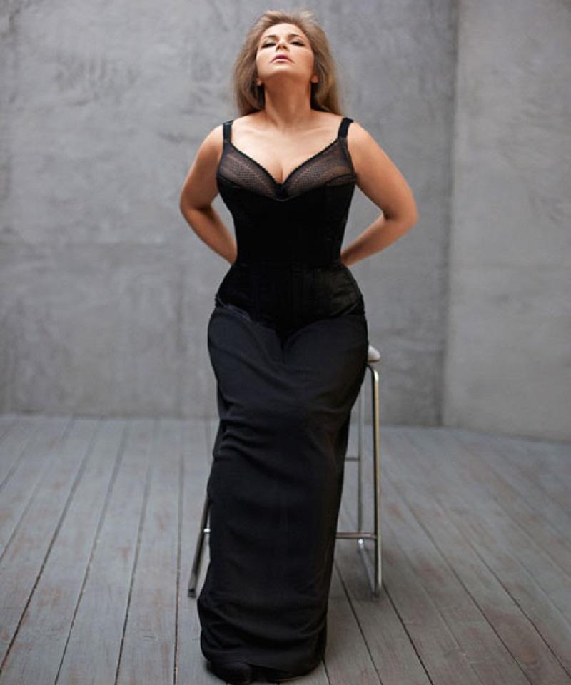 После развода Ирина Пегова изменила имидж и сильно похудела. Ее не узнать!