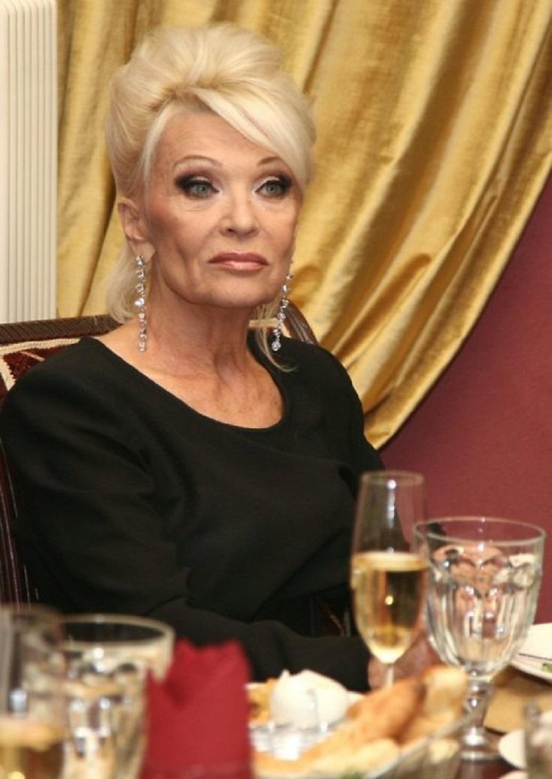 Только взгляните как сейчас выглядит самая знаменитая роковая соблазнительница СССР.