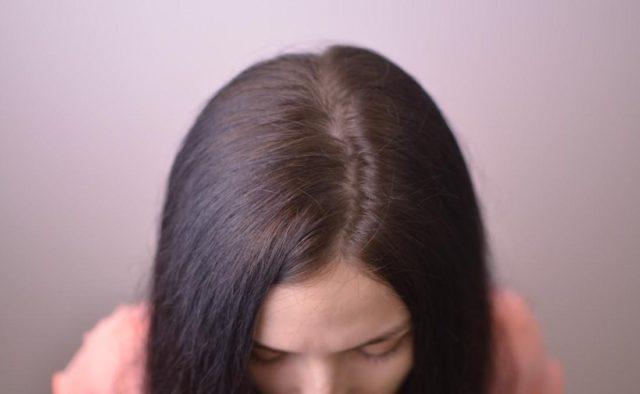 Как скрыть отрастающие корни волос
