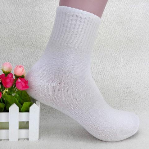 Как вернуть носкам белоснежный оттенок