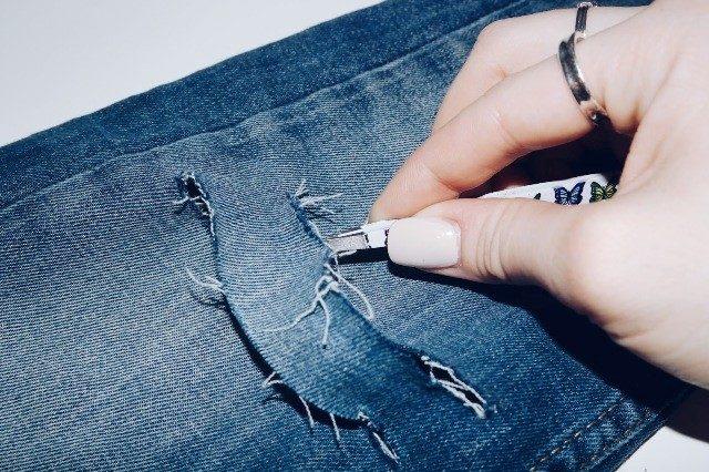 Как на джинсах сделать потертости и дырки