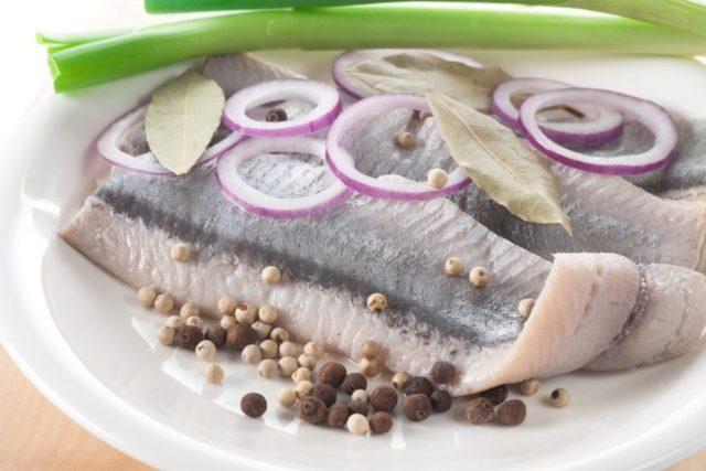 Как соленая или копченая селедка действует на организм человека?