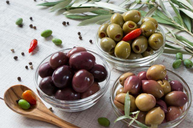 Зеленые оливки и черные маслины: что лучше не покупать?