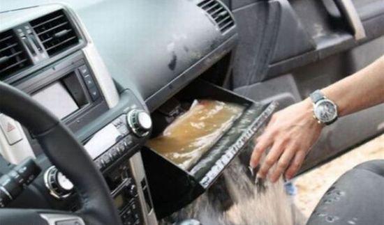 Утопленный внедорожник (7 фото)