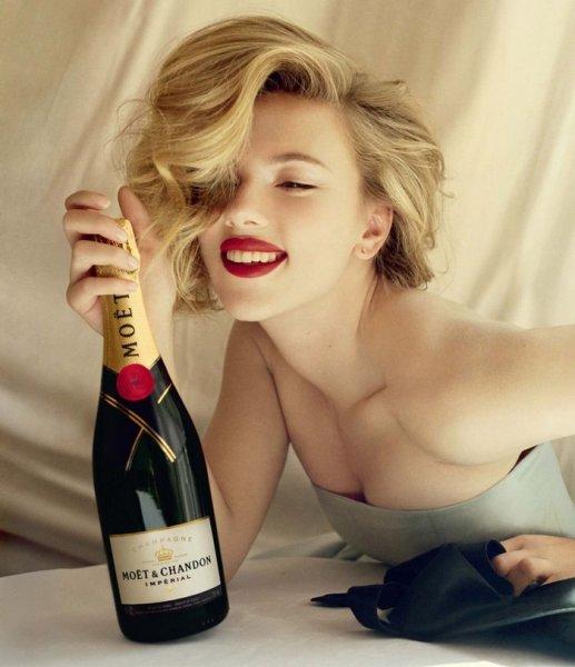 Свободная Скарлетт Йоханссон / Scarlett Johansson позирует для Moet (6 фото)