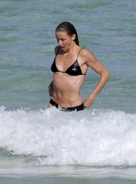 Камерон Диаз в бикини фото